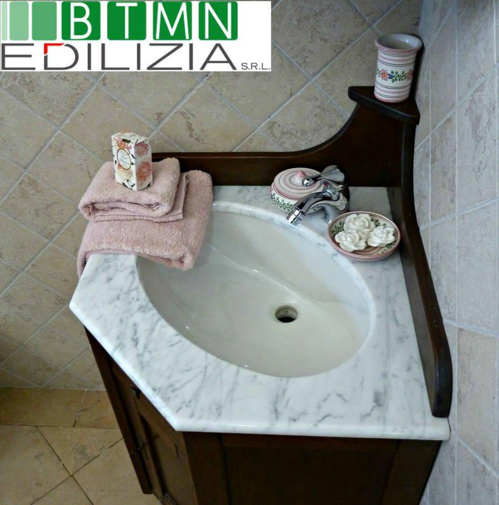 mobile bagno arte povera